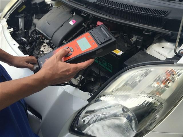 各種診断機を完備。バッテリーテスター、コンピュター診断機を完備しております。