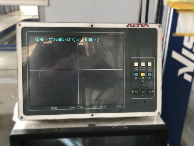 車検時はもちろん、ライト交換時・車高変更時に光軸調整も行います