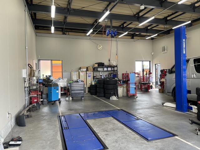 整備工場併設のため、お客様が快適にお待ちいただけるスペースをご用意いたしました。