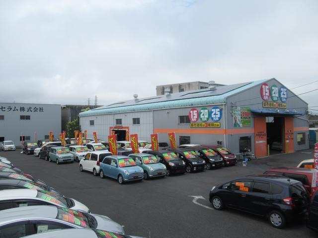 常時約60台の豊富な展示車。きっと気になる車が見つかります。