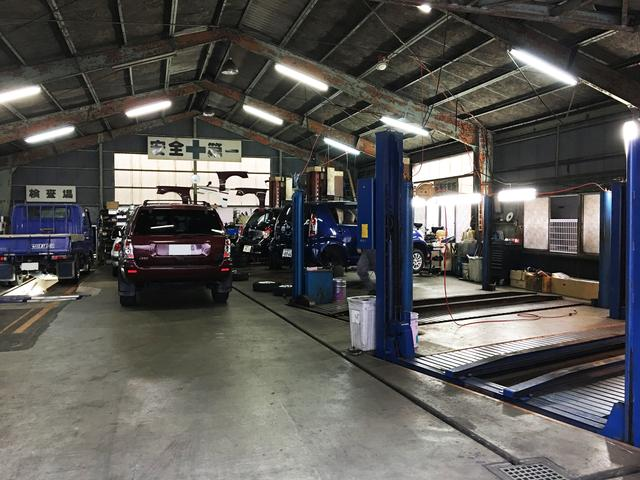 納車整備やご購入後のアフフーメンテナンスは元輸入車ディーラーメカニック2名体制で対応致します。