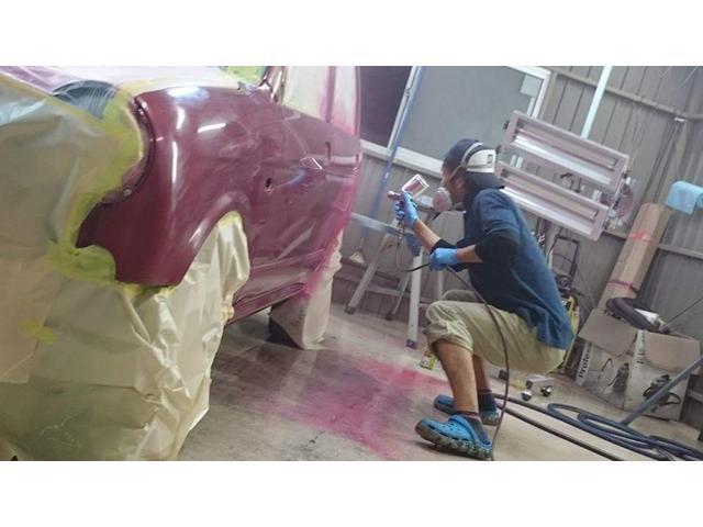 塗装ブースも完備しております。事故修理における板金塗装も当社にお任せ下さい。