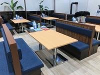 落ち着いた雰囲気、ガラス張りで開放的なショールームが自慢の店内。個室も含め全11席を設けております。