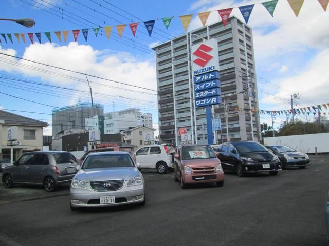 富士市青葉通りの錦町交差点を南へ50m!大きなスズキの看板が目印です。