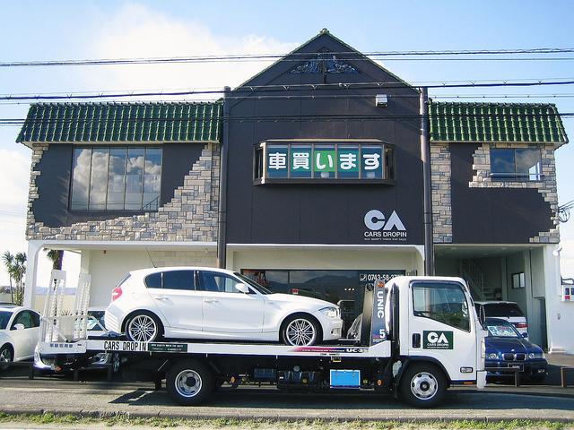 キャリヤカー完備大切なお車を安全&丁寧に陸送致します。