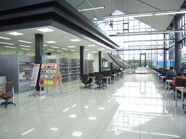 トヨタカローラ南海株式会社 光明池プラザ(1枚目)