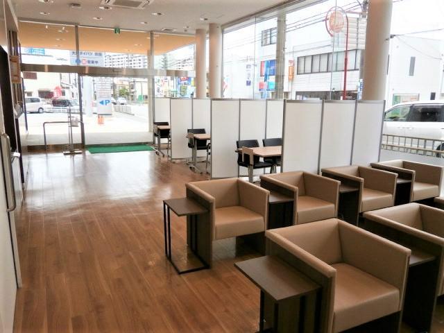 当店にはサービス工場が併設しております!車検・点検はもちろん、ちょっとした修理も対応可能です