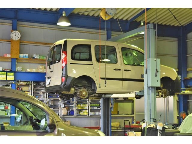 自社整備工場完備。アフターサービスに関して、より具体的に、どの様な疑問・質問にもお応えします。