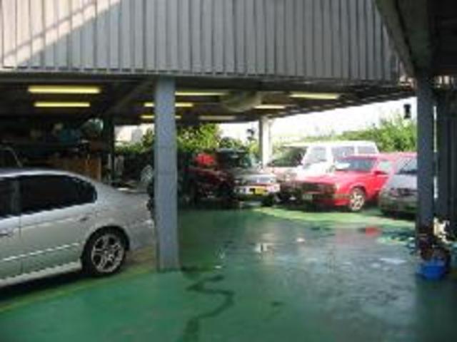 雨の日も展示車を見ることが可能ですよ♪屋根付展示場が自慢です!