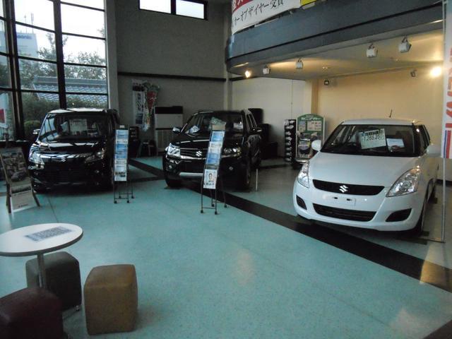 屋内ショールームです!新車、未使用車を展示中!!一部試乗車もご用意しております!