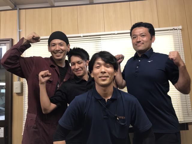 サービスフロントの岡部(中央)、整備担当の松村(左)です♪