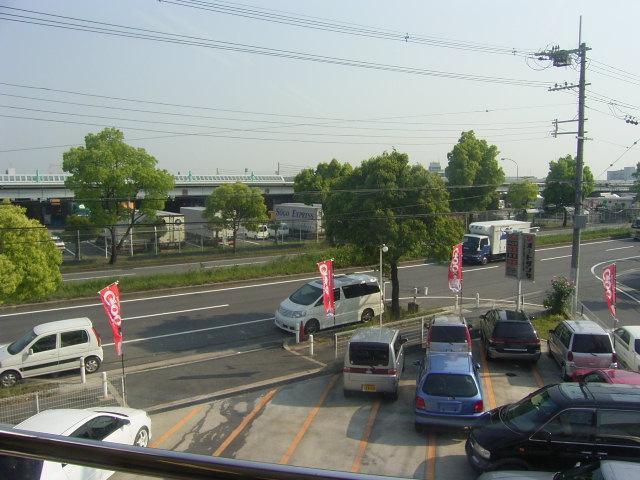 幹線道路(14号線)に面して、さらに島1丁目交差点そばでアクセスも○!!駐車場完備です!!