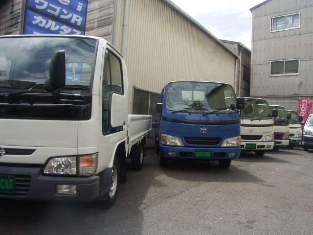 当社展示場です。トラックを中心に常に在庫車を置いてあります。