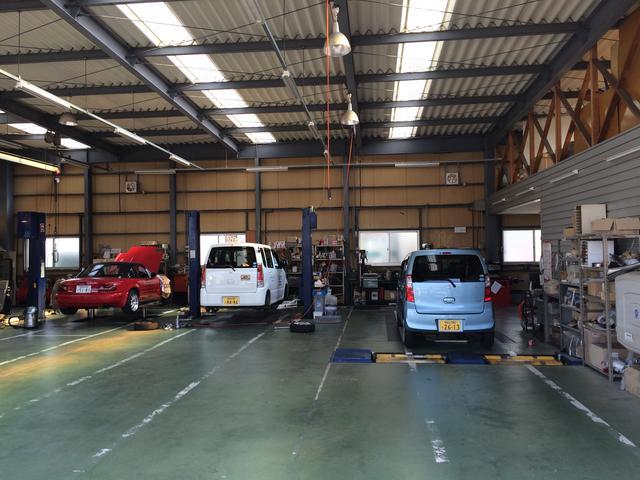 車検、一般整備、オイル交換等のメンテナンスや鈑金塗装もお任せ下さい。