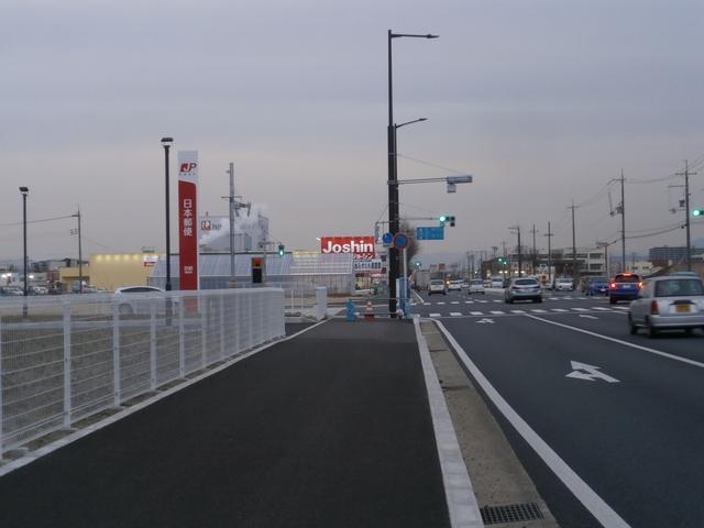 只今、京奈和道工事に伴い、お店前工事中となっております。ご迷惑をお掛けしますが宜しくお願いします