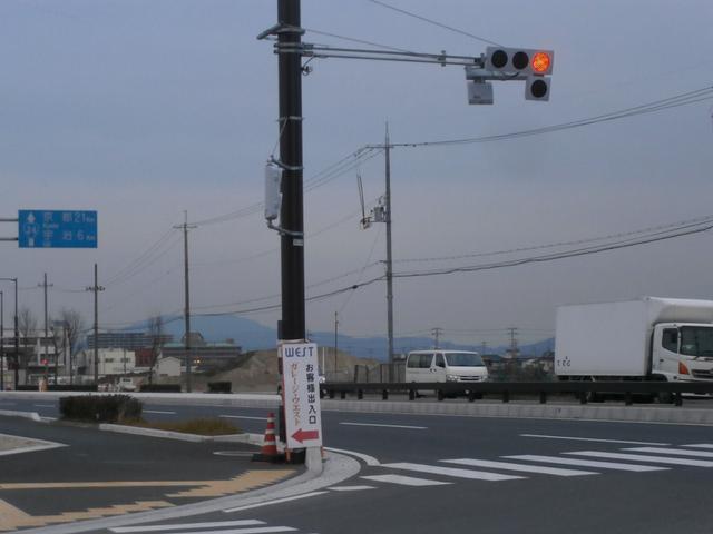 京奈和道路京都方面降りてすぐの信号左折です。