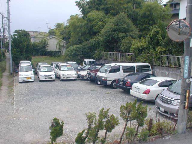 店舗外に在庫駐車場あり、福祉車両をメインに多数在庫御座います。