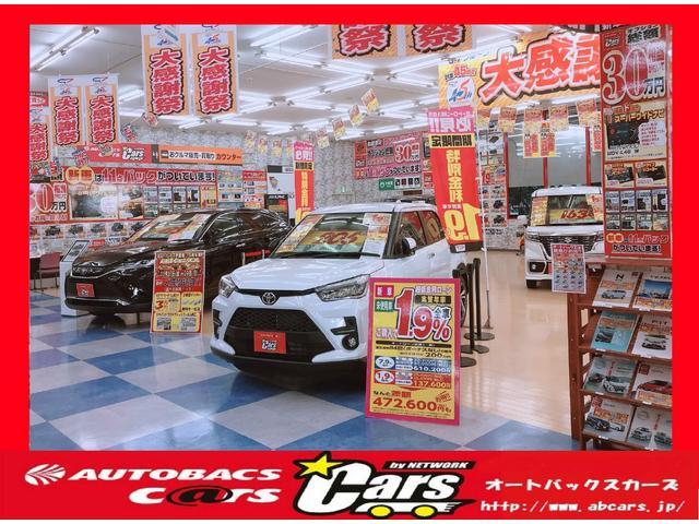 店内にも車両がズラリ!もちろん駐車場にも大型展示場がございますのでゆっくりとご覧いただけます☆