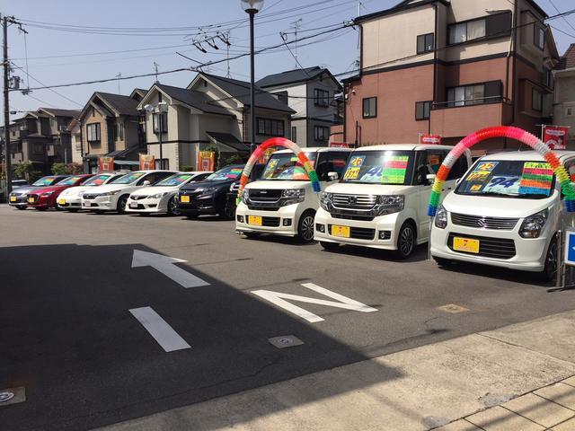 店舗内約40台の特選中古車展示中!!