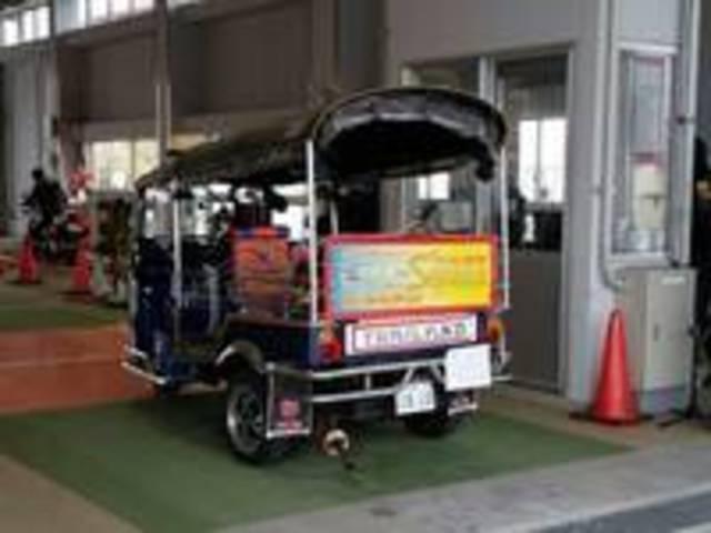 タイのタクシートゥクトゥクも点検いたします。