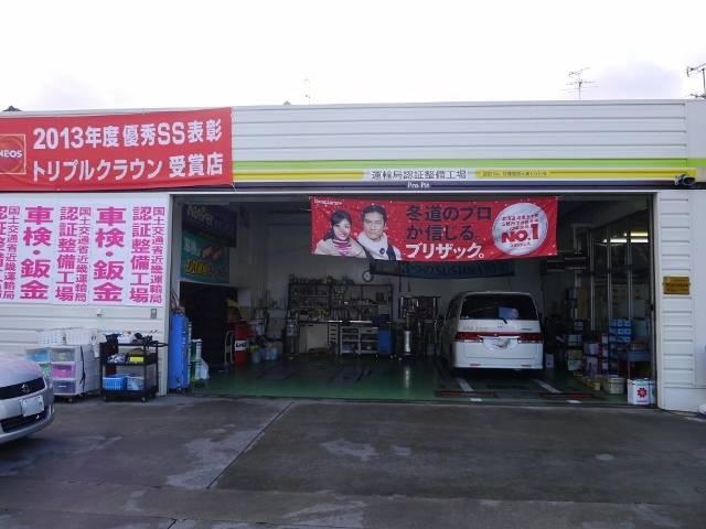 工場内では車検整備・オイル交換など様々な整備を行っております!