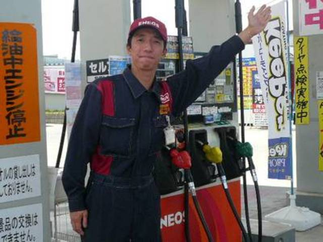 もちろんガソリンの給油もOK!明るいスタッフが丁寧にご案内差し上げますよ~!!
