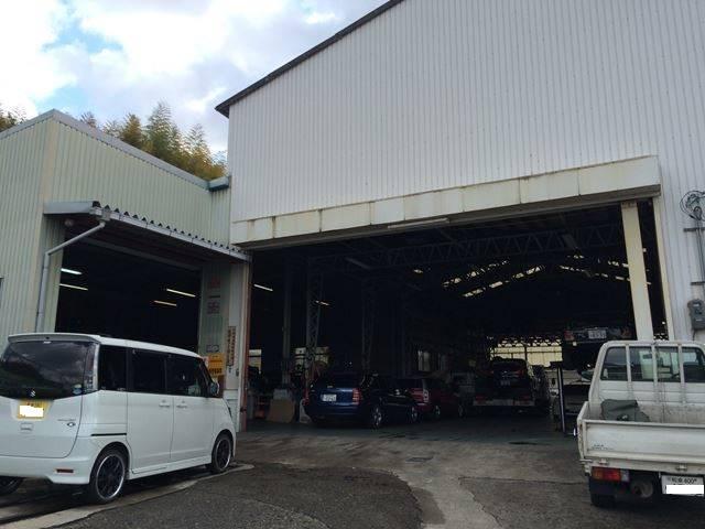 修理工場はこちらです。創業1971年になります。安心と実績の辻井モータースです。