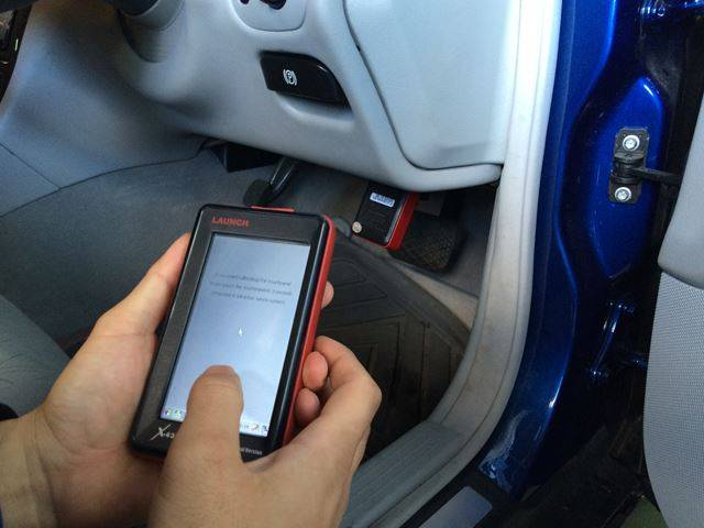 国産車・輸入車のコンピューター診断が出来ます。