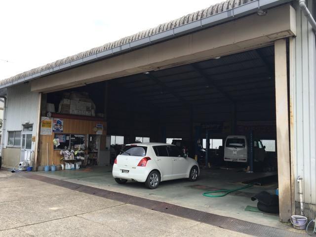 陸運局認証の整備工場で安心してお任せください。軽自動車からトラックまで何でもお任せください