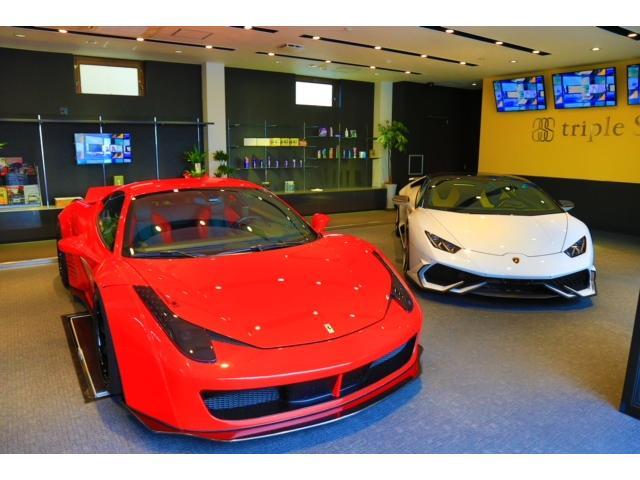 ショールーム内ではフェラーリやランボルギーニを販売しております。