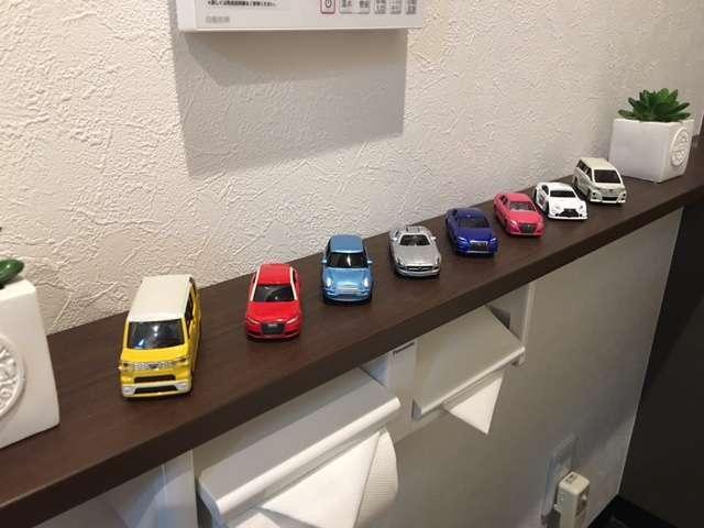 ミニカーがお出迎え♪国産車から輸入車まで、まだまだ増車進行中です♪