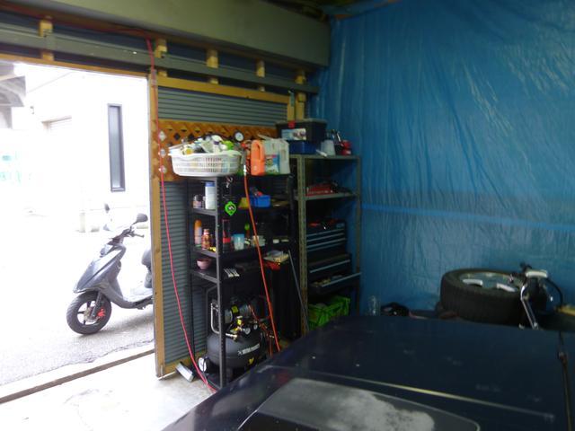簡単な整備やオイル交換も並立整備室にご案内!