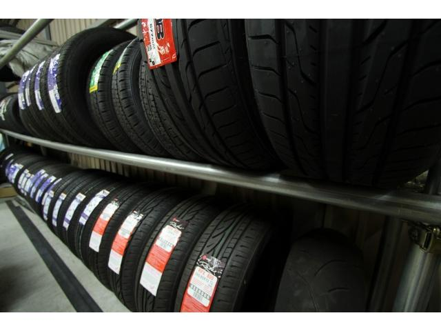 タイヤも常時50本ほどはストックしております。