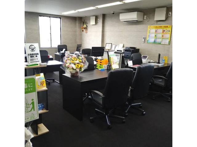 26号線沿いのゲオ高石店の裏側、関西薬局さんの通路を入ると当店となります!