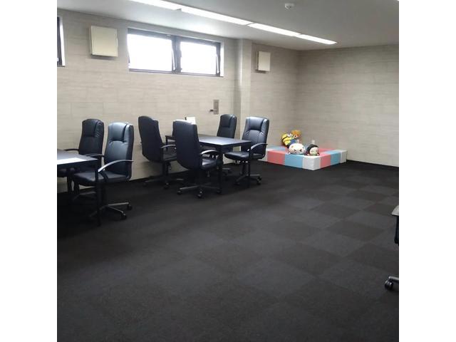 門型2柱4tワイドリフト完備しております。