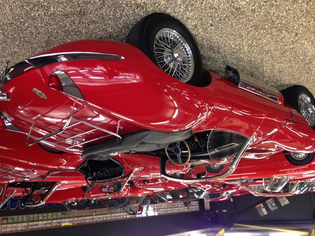ビンテージカー、スポーツカー、オープンカーを主力としてご提供しております。