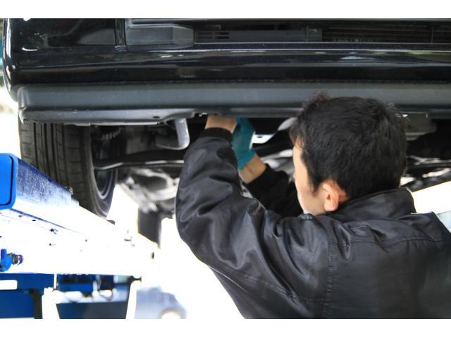 """""""相浦""""の整備士は国家資格所有者です。自社で車の点検・車検を全て行っております。"""