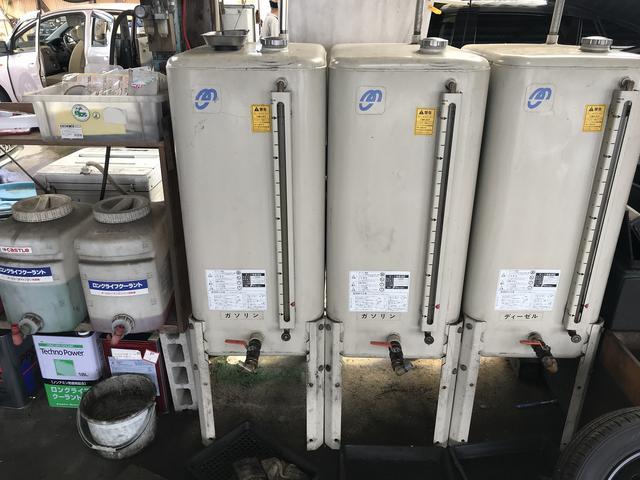 ガソリン車用のエンジンオイルとディーゼル車(クリーンディーゼル対応)用のオイルです。