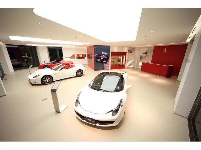 最新モデルや色々なフェラーリを展示しております。