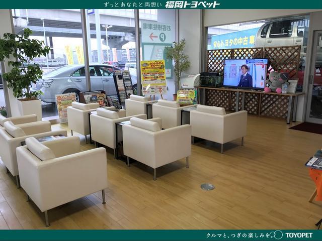 お好きなお飲み物を飲みながらテレビを見たり、雑誌を見たりリラックスしながらお待ち頂ける空間をご用意。
