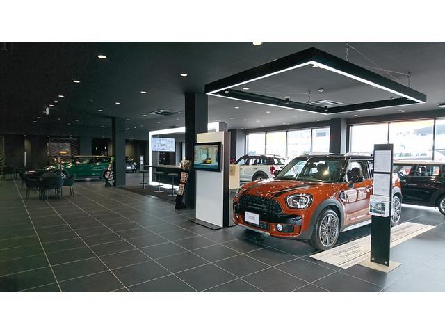 新型・限定車もいち早くショールームに展示中!!新車・中古車・サービスセンターが揃ったMINI福岡西へ