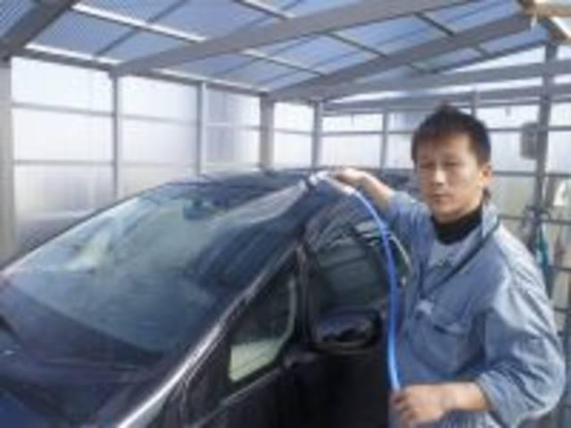 整備経験8年以上の実績で、展示車のアピールポイントからウィークポイントまで誠実にお伝えいたします。