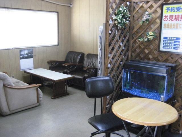 商談スペース・・・女性スタッフ常駐。ご予算や装備などお客様のご希望をお聞かせ下さい。