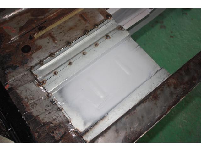 ハコスカ・S30Z等日産系の旧車に多いフロアやドアなどの腐食も鉄板で作成します!