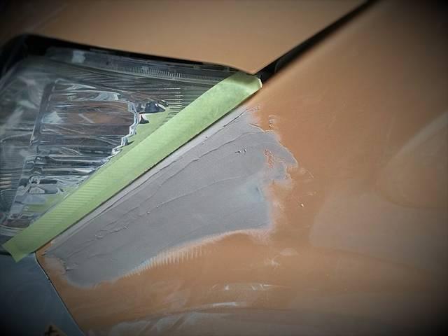 凹みもパテ埋めを行ない修理していきます。自社で行ないますので、余計な経費がカット出来ます!