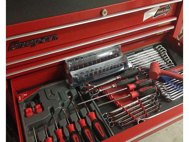 お客様の大事なお車をお世話させていただくあたり、工具高品質の工具も完備。