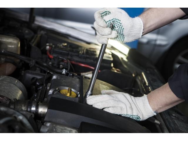 国家2級整備士が5名在籍。整備スタッフ全員が自動車検査員資格を保有しております。