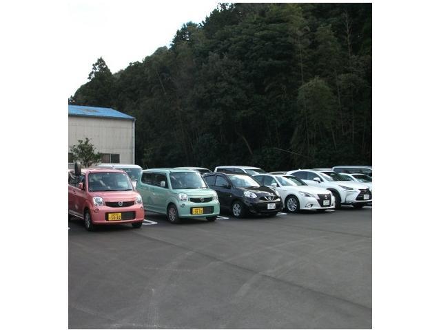 レンタカーも取り扱っております。レクサスから軽トラックまで幅広い車種を格安でご用意しております。