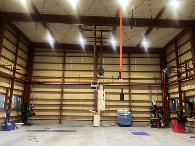 新工場も併設されました。最新の設備でお客様の大切なお車を整備させて頂きます!
