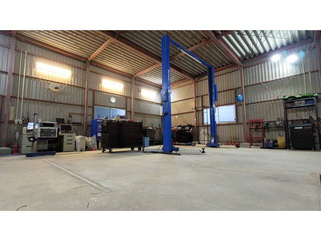 工場工具・診断機・タイヤチェンジャー豊富。お客様の愛車を丁寧に整備させて頂きます♪